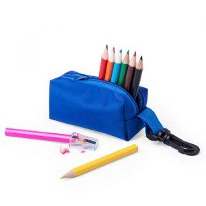 estuche con sacapuntas y lápices