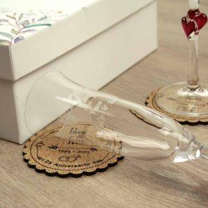 caja con copas para aniversario de bodas