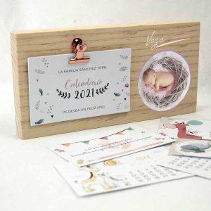taco de madera con calendario